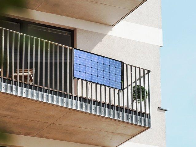 guerilla-photovoltaik-solarmodul-balkon